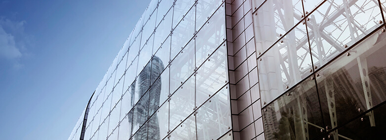 glass building 781 x 285