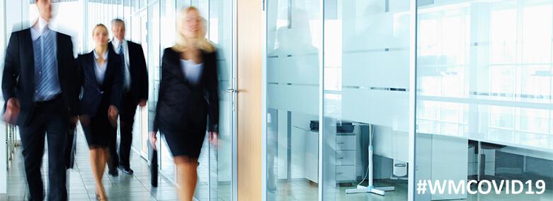 Business_people_in_corridor