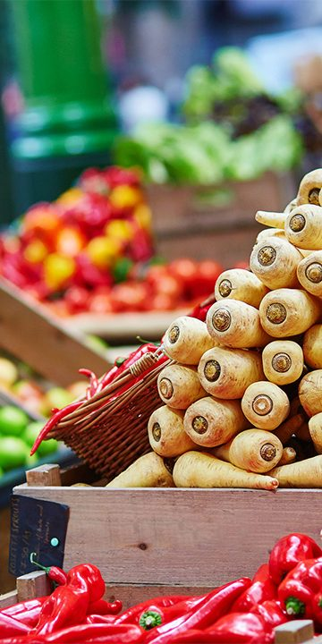 fresh_parnsip_fruit_and_veg_on_farmers_market
