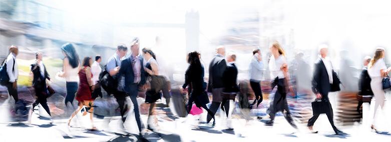 walking_business_people_blurred_in_london