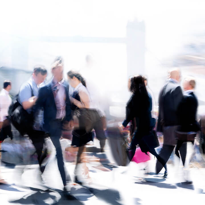 walking_business_people_blurred_in_london