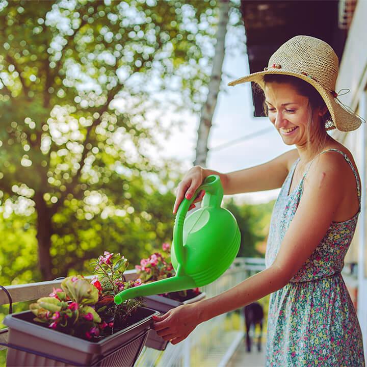 Gardening_lady_on_balcony