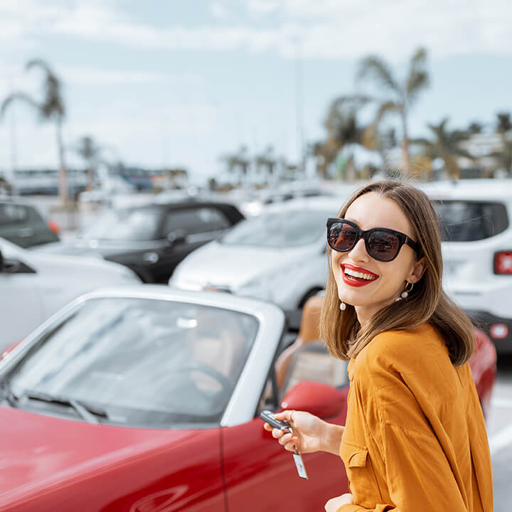Car_woman_happy_with_keys