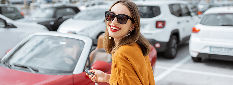 Car_woman_happy_with_keys