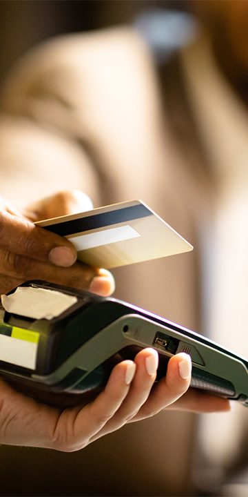 people_paying_by_Card