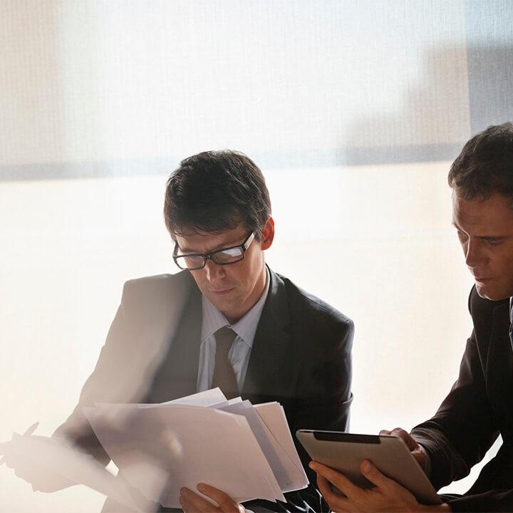Businessmen_working_together
